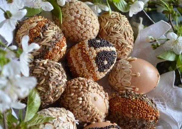 Как украсить яйца к пасхе крупами
