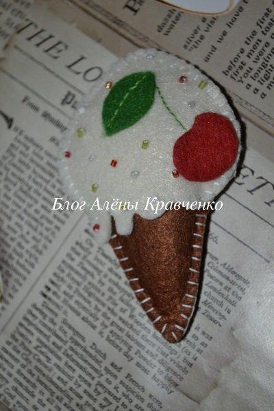 Игрушка елочная мороженое из фетра
