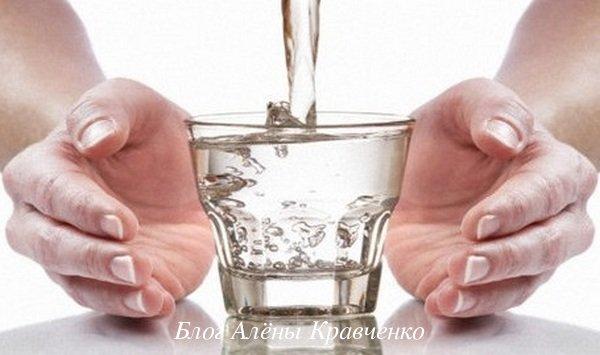 Вода от запоров
