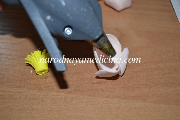 Резинка с цветами для волос из фоамирана