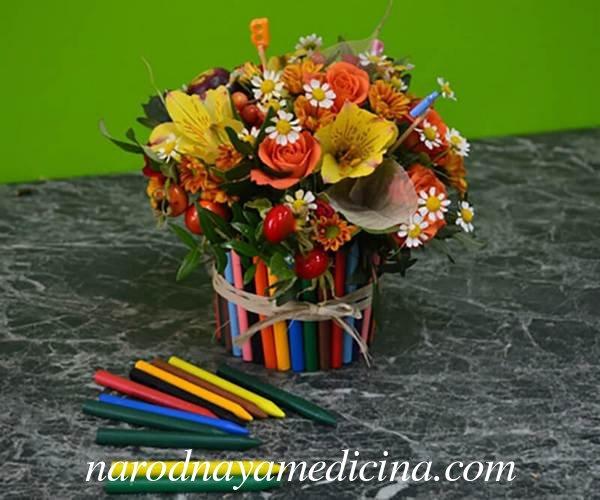 Ваза из карандашей с цветами на день учителя