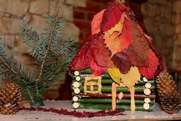 Домик из веток и листьев поделка