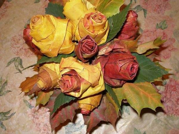 Роза из кленовых листьев