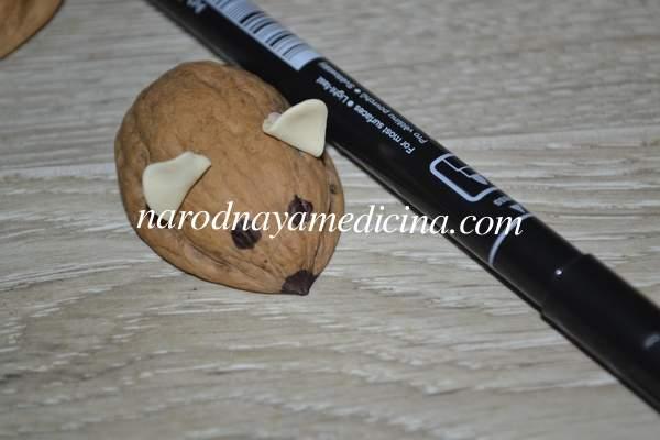 Поделки из скорлупы грецкого ореха мышка