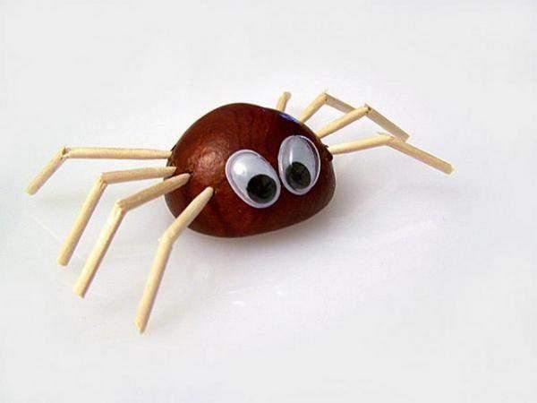 Поделка паук из каштанов
