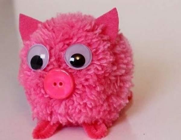 Свинка из помпонов